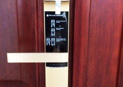 Khóa cửa điện tử Yale YMD-4109