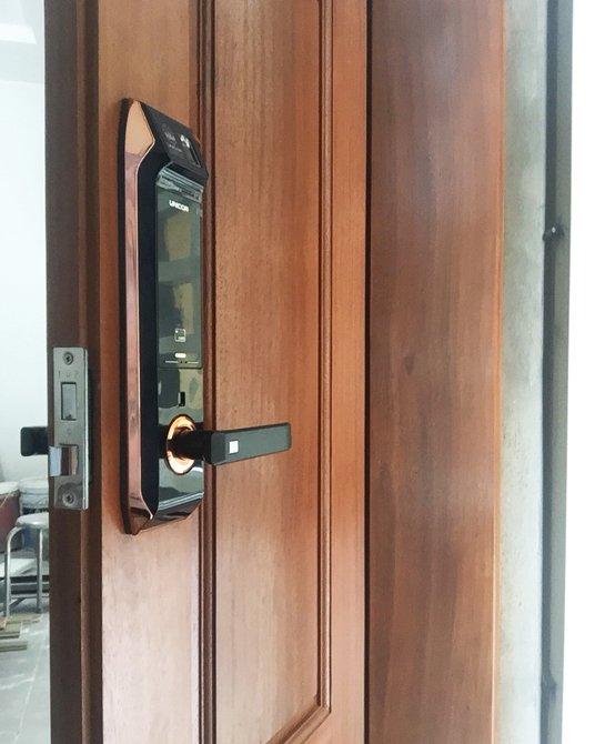 khóa cửa vân tay unicor un9000