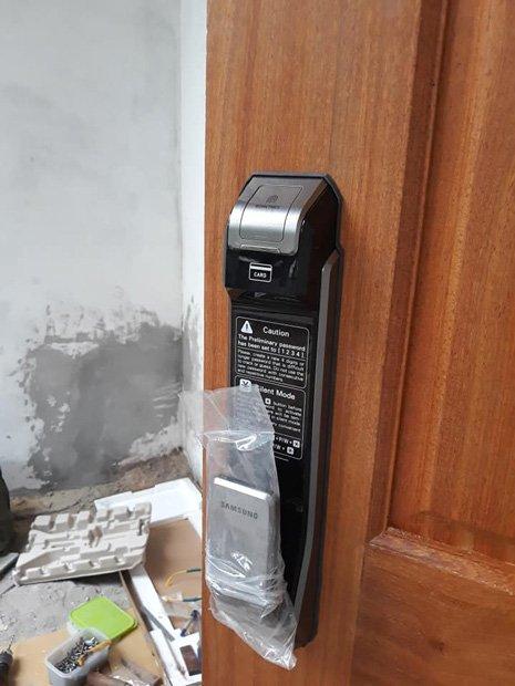 Khóa cửa điện tử Samsung SHS-P718