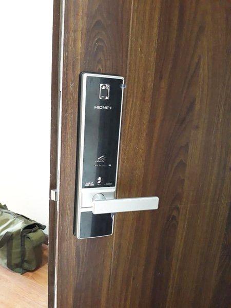 khóa cửa điện tử Hione