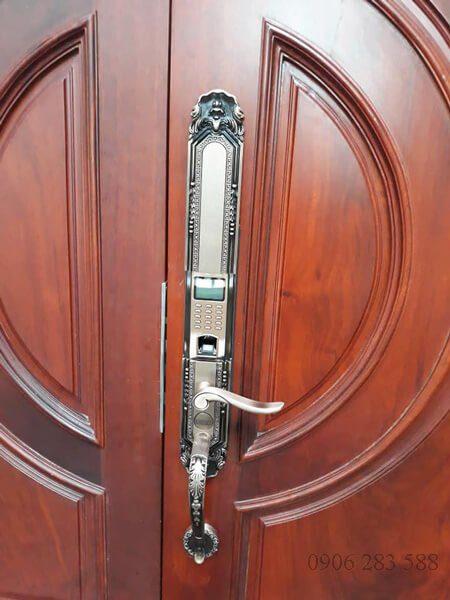Khóa cửa vân tay tân cổ điển Dessmann K5<dataavatar hidden data-avatar-url=https://secure.gravatar.com/avatar/eda882626b32a9ee66c8427200a693af?s=96&d=mm&r=g></dataavatar>