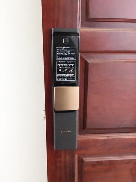 Khóa cửa vân tay samsung shp-dr708